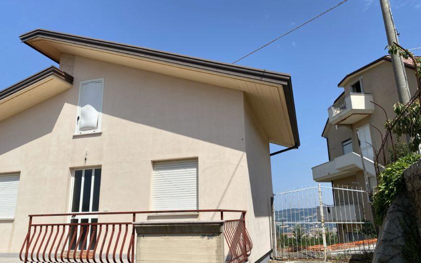 Casa indipendente con spazio esterno in centro